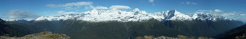 800px-Panoramic_mountain_view_from_the_Routeburn_Track
